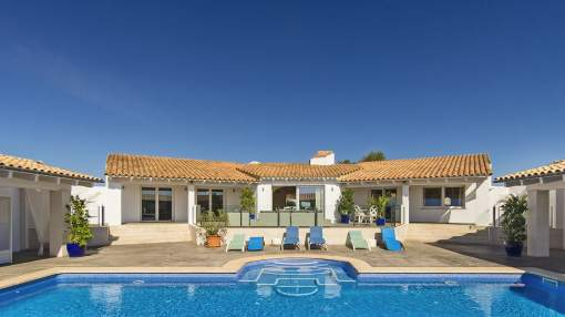 Holiday rental: Large Hacienda style country house