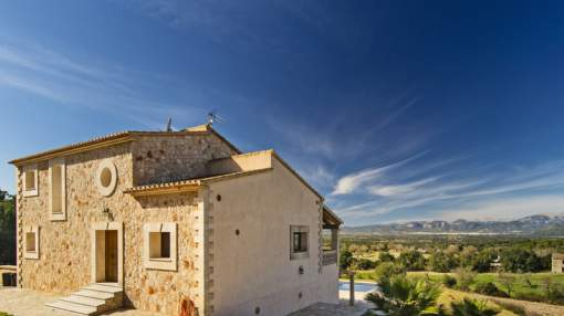 Holiday rental: Country house with beautiful open views and holiday rental licence in Llubí