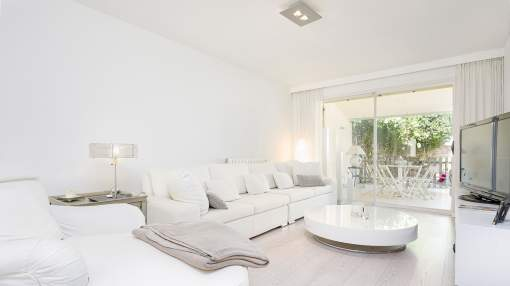 Top modern terraced house with view and community pool in Genova