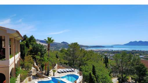 Superb offer: Luxury villa with rental license for sale in Puerto Pollensa, Mallorca