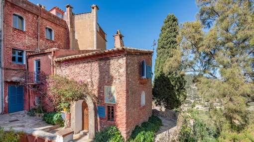Rustic townhouse with sea views for sale in Estellencs, Mallorca