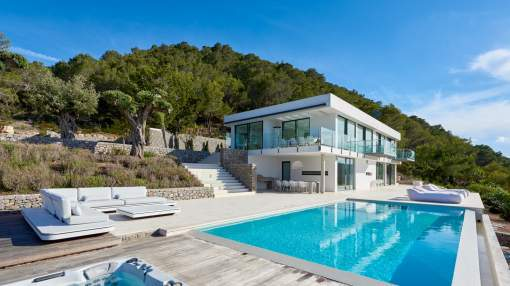 Four bedrooms villa with stunning seaview in Benirras