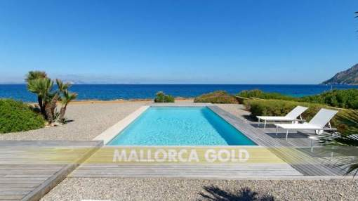 Spectacular modern waterfront villa with direct sea access in Betlem