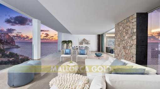 Modern semi-detached villa in Cala Llamp