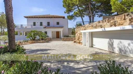 Spacious modern villa with parcial sea views over Paguera bay
