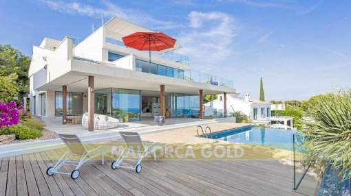 Modern luxury glass front loft - villa with amazing views over Palma Bay