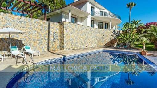 Wonderful large Family Villa with tennis court in old Son Vida