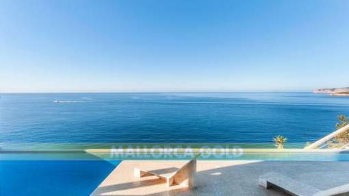 Waterfont villa with unique panoramic sea views and direct sea access