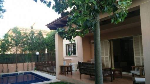 Semi-detached house with pool in Sa Torre