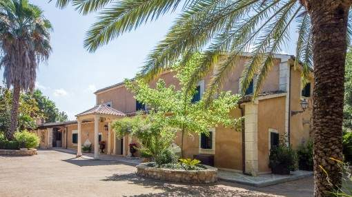 Wonderful Finca with an impressive garden landscape and 3 guest houses close to Palma