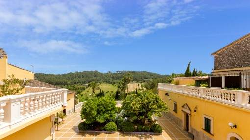 Stylish, Mallorcan village hotel in Costitx with fantastic sweeping views, central location, a small chapel and licinces