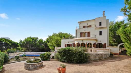 Spectacular 2nd line Villa within walking distance to Cala Mesquida.