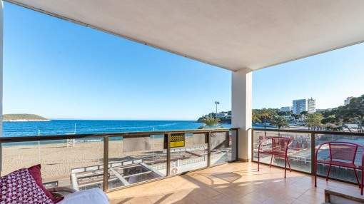 A front sea line apartment with stunning views in Magaluf