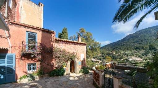 Traditional house with much charm and wonderful mountain and sea views in Estellencs