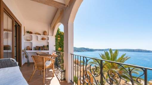 Seaview apartment in a charming residential complex in Cala Fornells