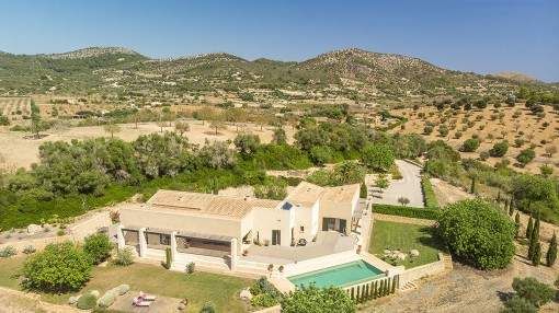 Extravagant finca with panoramic views, privacy and its own pool in Son Macia