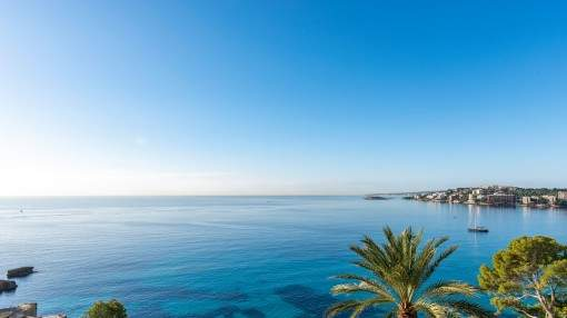 Villa with spectacular sea views and much potential in Cala Mayor