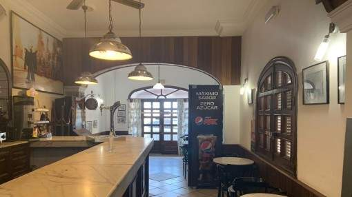 OPPORTUNITY! Running cafe and duplex apartment in the center of Capdepera