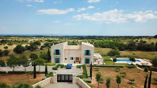 Stylish finca with wonderful panoramic views and holiday rental license near Porto Cristo