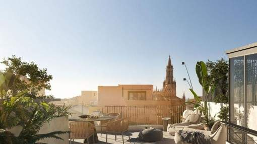 Wonderful, completely refurbished penthouse apartment with its own pool and roof terrace in the center of Palma's old town for first occupancy