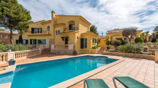 Villa with sea views and additional building plot in Santa Ponsa