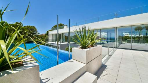 Newly built sea view villa in Sol de Mallorca with excellent price