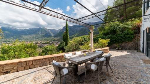 Wonderful finca with pool and views to mountains and the valley of Sóller