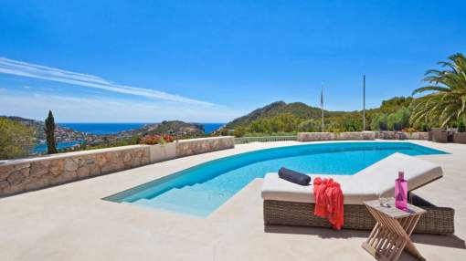 Prestigious villa in exclusive location with fantastic views