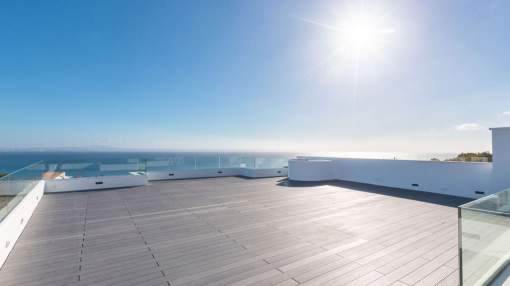 Exclusive penthouse apartment offering total privacy and breathtaking sea views